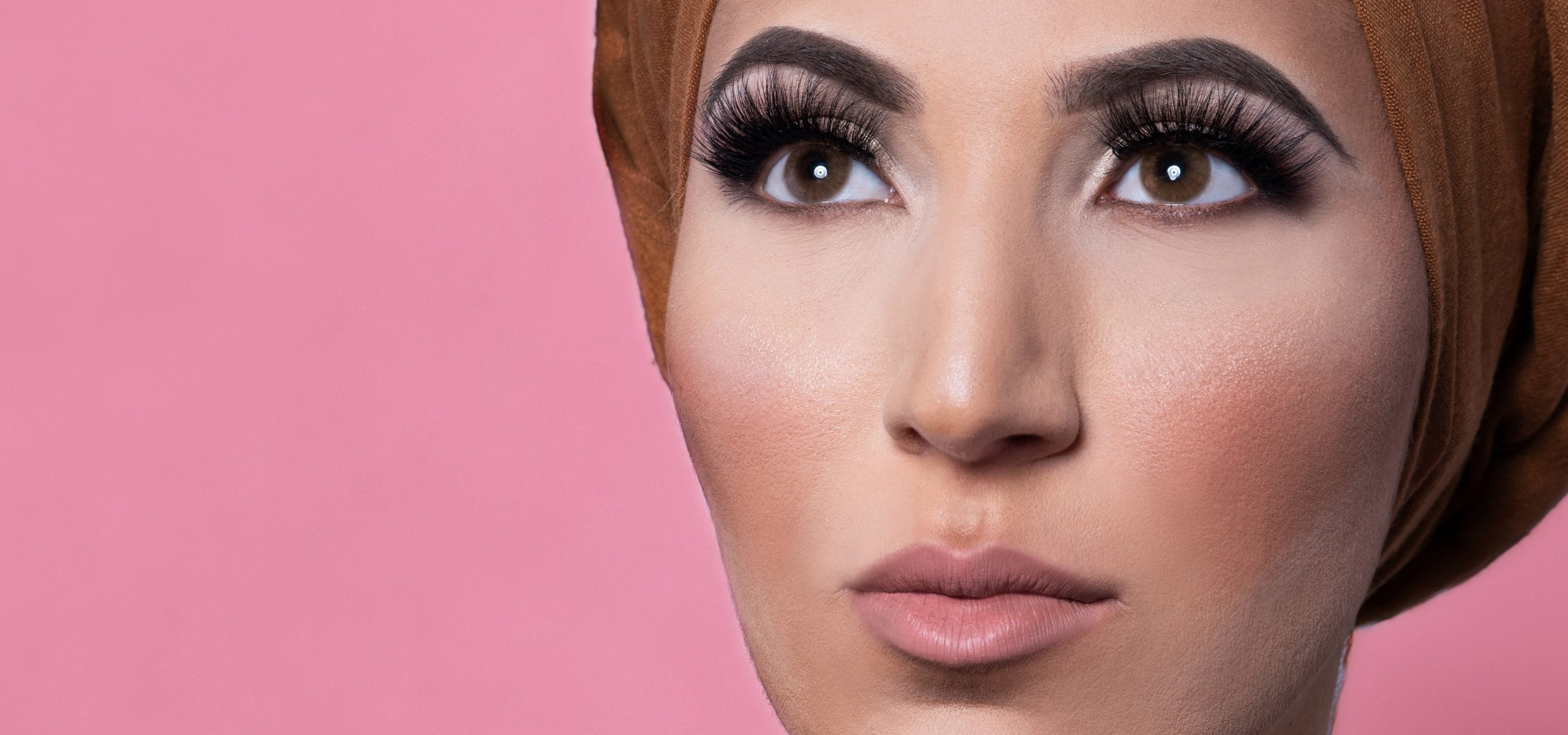 Lashes by Almas, kleurlenzen, lashes, hijab, beauty, nepwimpers